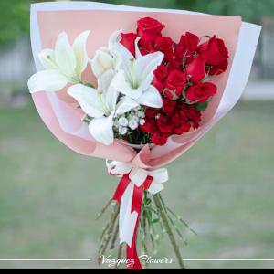 Ramo Rosas y Lilys