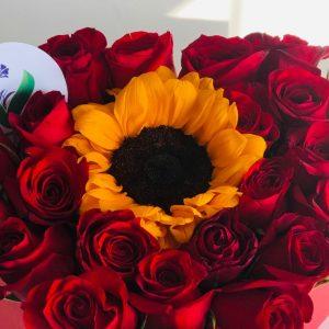 Corazon rojo con Rosas & Girasol