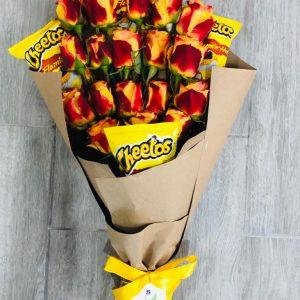 Arreglo Rosas & Cheetos